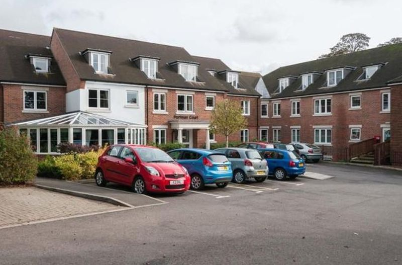 1 Bedroom Flat for sale in Portman Court: ** INCLUDES CARPETS, CURTAINS & LIGHT FITTINGS**
